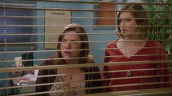 Crazy Ex-Girlfriend: Season 2: ¿Dónde está el amigo de Josh?
