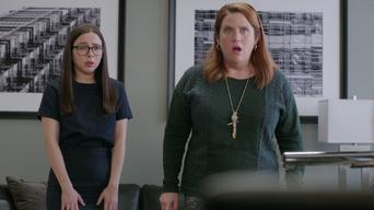 Crazy Ex-Girlfriend: Season 2: ¿Estará libre Josh en dos semanas?