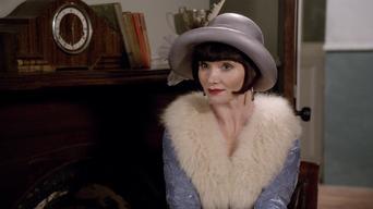 Miss Fisher's Murder Mysteries: Series 1: Muerte en la fábrica